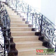 Cầu thang ốp đá marble kem Marfil