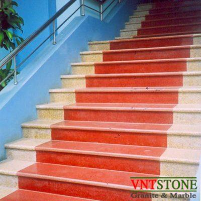 Cầu thang ốp đá hoa cương đỏ nhuộm