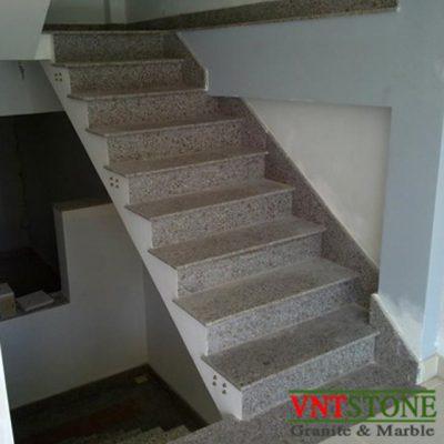 Cầu thang lát đá granite Tím Tân Dân