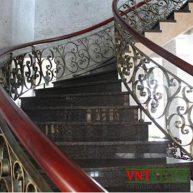 Cầu thang ốp đá granite Đen Huế
