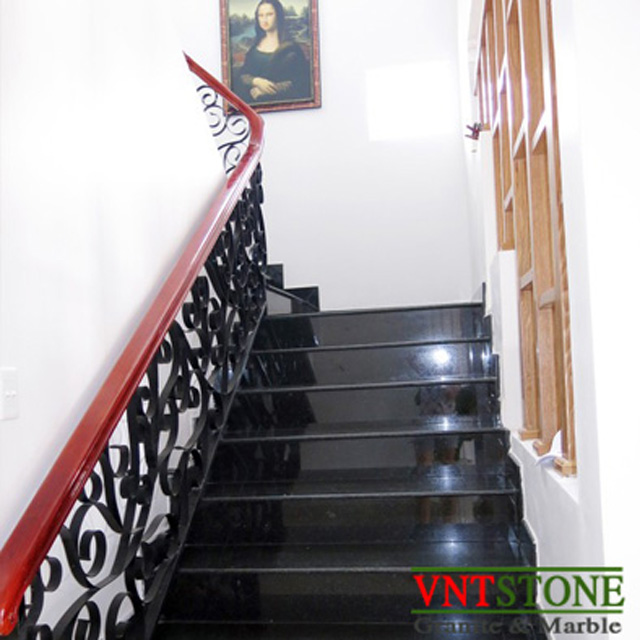 Cầu thang đá granite đen