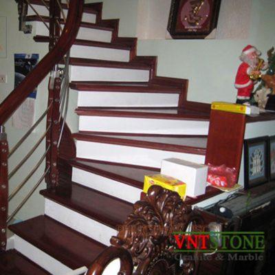 Đá trắng cổ cầu thang