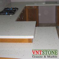 Mặt bàn bếp đá nhân tạo Trắn Ánh Đồng