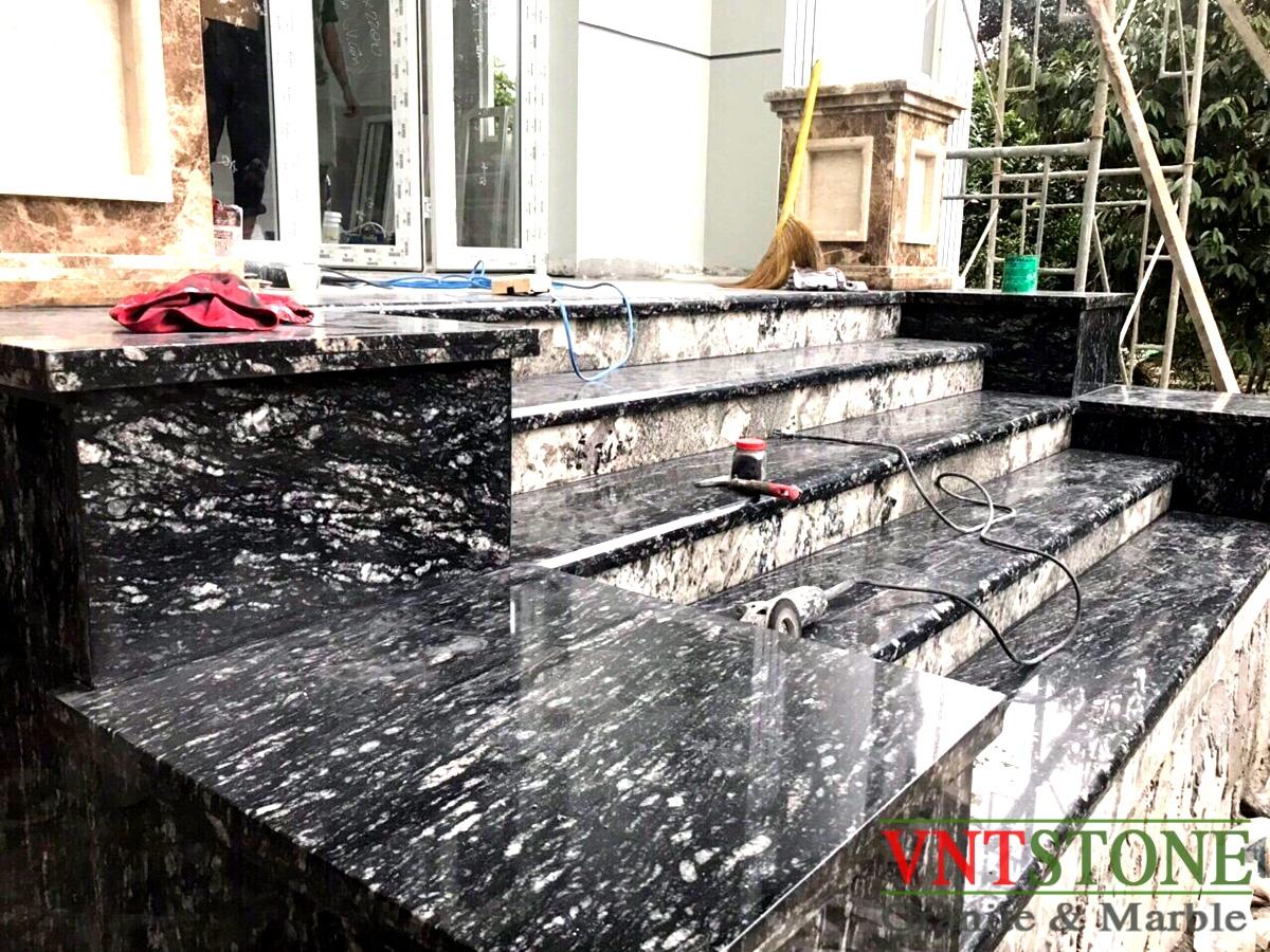 Đá Granite Đen Rừng Ốp Tam Cấp